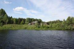 Озеро на ясный день Стоковые Изображения RF
