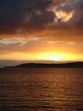озеро новое над taupo zealand захода солнца стоковые фото