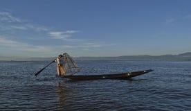 Озеро 5-ое ноября 2014 Мьянм Inle Рыболовы Стоковые Изображения