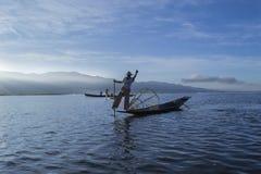 Озеро 5-ое ноября 2014 Мьянм Inle Рыболовы Стоковые Изображения RF