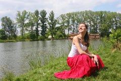 озеро около женщины Стоковая Фотография