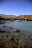 Озеро около горы снега стоковая фотография rf