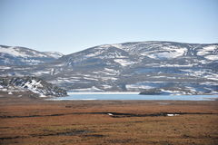 Озеро около горы стоковое фото