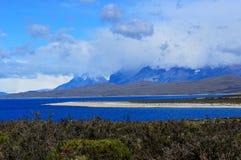 Озеро около национального парка в Патагонии, Чили Torres del Paine Стоковое фото RF