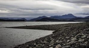Озеро окруженное горами Стоковое Фото