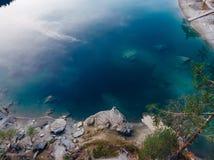 Озеро открытого моря caumasee Flims на Швейцарии, высокогорных горах, солнечных, ландшафте лета стоковая фотография rf