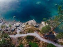 Озеро открытого моря caumasee Flims на Швейцарии, высокогорных горах, солнечных, ландшафте лета стоковые фото