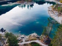 Озеро открытого моря caumasee Flims на Швейцарии, высокогорных горах, солнечных, ландшафте лета стоковое изображение rf