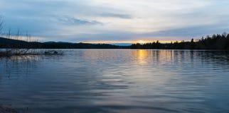 Озеро ольшаник на заходе солнца. Стоковое Изображение RF