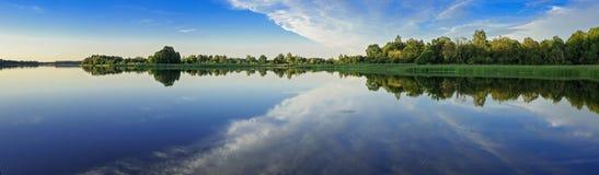 Озеро панорама стоковые изображения rf