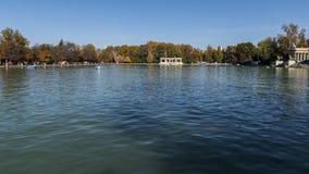 Озеро парка Retiro в городе Мадрида стоковое фото rf