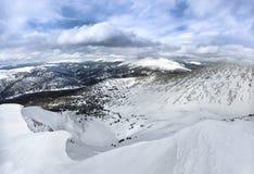 Озеро под снегом стоковые изображения