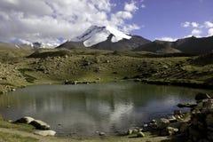 Озеро равнин Nimaling и Kang Yatse Стоковые Изображения RF