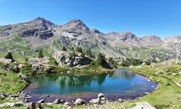 Озеро Рана в долине Tena в Пиренеи, Уэске, Испании стоковые изображения rf