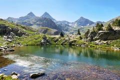 Озеро Рана в долине Tena в Пиренеи, Уэске, Испании стоковое изображение rf