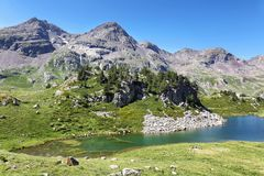 Озеро Рана в долине Tena в Пиренеи, Уэске, Испании стоковые изображения