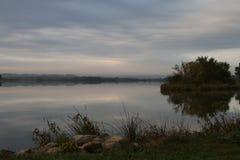 Озеро раннее утро Стоковые Изображения