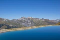 Озеро резервуар воды на Mt Jakobshorn в ¼ Давос Graubà nden Швейцария в лете Стоковые Фото