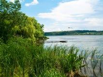 озеро рыбной ловли тихого места Стоковая Фотография