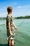 озеро рыболовства мальчика Стоковые Изображения RF