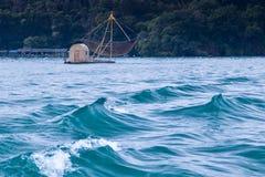 озеро рыболовства шлюпки стоковое изображение