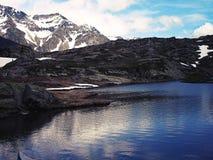 Озеро Сан Бернардино гор в Швейцарии Стоковая Фотография