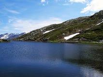 Озеро Сан Бернардино гор в Швейцарии Стоковая Фотография RF