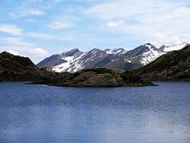 Озеро Сан Бернардино гор в Швейцарии Стоковые Изображения