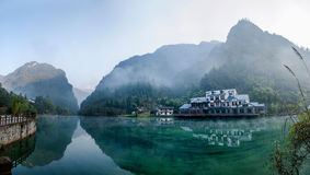 Озеро святой воды моря Хубэй Zigui Three Gorges бамбуковое Стоковое фото RF