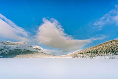 Озеро смычк зимы в канадское скалистом Стоковые Изображения