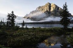 Озеро смычк под туманом Стоковые Изображения RF