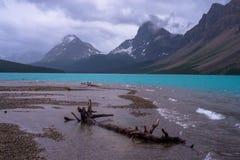 Озеро смычк, унылые небеса стоковые изображения