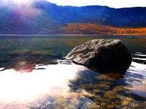 Озеро среди гор стоковые фото
