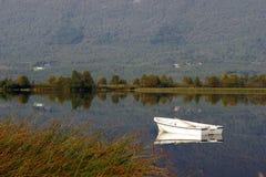 озеро страны шлюпки Стоковое Изображение