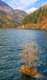 Озеро стрелк бамбуковое, Jiuzhaigou, к северу от провинции Сычуань, Китай Стоковые Фотографии RF