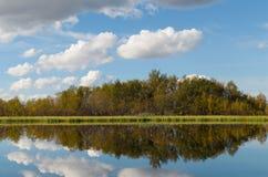 Озеро с облаками Стоковые Изображения RF