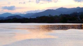 Озеро с отражением захода солнца Стоковая Фотография
