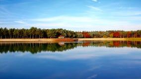 Озеро с цветами падения в Нидерланды Стоковые Фотографии RF