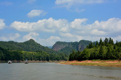 Озеро с яхтой, Фуцзянем, к югу от Китая Стоковое Изображение