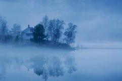озеро тумана вечера Стоковые Изображения