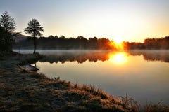 озеро туманное стоковые изображения rf