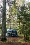 Озеро туриста шатра Канады ландшафта леса национального парка Algonquin кемпинга 2 рек красивого естественного Стоковая Фотография RF