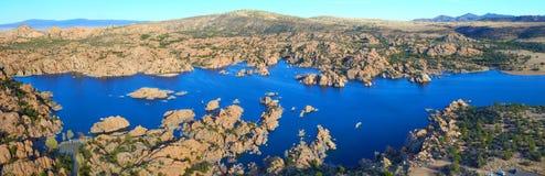 Озеро Уотсон - панорамный взгляд стоковые изображения