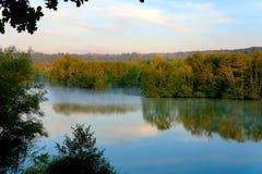 Озеро утр в поздним летом Стоковые Изображения