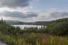 озеро холмов пущи стоковое изображение