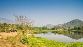 Озеро холм переднее с pavillion Стоковые Фото