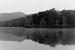 Озеро цен в черно-белом Стоковое Изображение