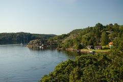 озеро Швеция домов шлюпки Стоковое Изображение RF