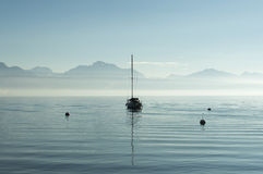 озеро шлюпки уединённое Стоковое Фото