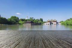 Озеро Янчжоу сада традиционного китайского худенькое западное стоковая фотография